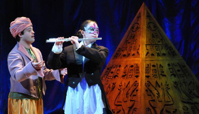 "Foto: ""Flautul fermecat"" la Teatrul ""Oleg Danovski"""