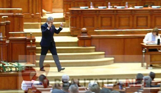 Foto: Florin Iordache, semne obscene către Opoziție. EXPLICAŢII ULUITOARE!