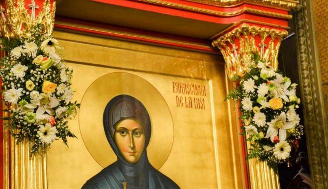 Cum este sărbătorită la Constanța Sfânta Cuvioasă Parascheva - florisfparaschevafotocrinazamfir-1570703108.jpg