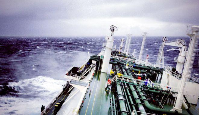 """Flota comercială a României, acum 20 de ani. Nava """"Cristian C"""" cutreieră aresturile lumii - flota-1538314877.jpg"""