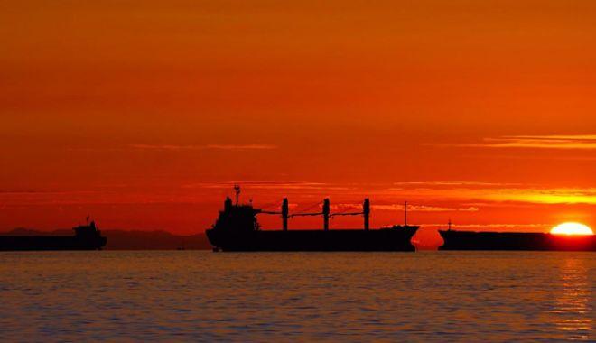 """Foto: Marinari acuzaţi de contrabandă, marinari  pe care patronii """"au uitat"""" să-i mai plătească"""