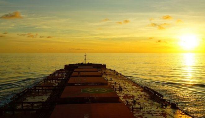 Foto: Flota comercială a României, acum 20 de ani.  Scandal pe banii marinarilor