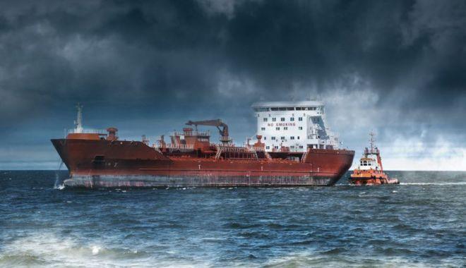 Foto: Flota comercială a României, acum 20 de ani. Navă arestată în Kenya, marinari abandonaţi!