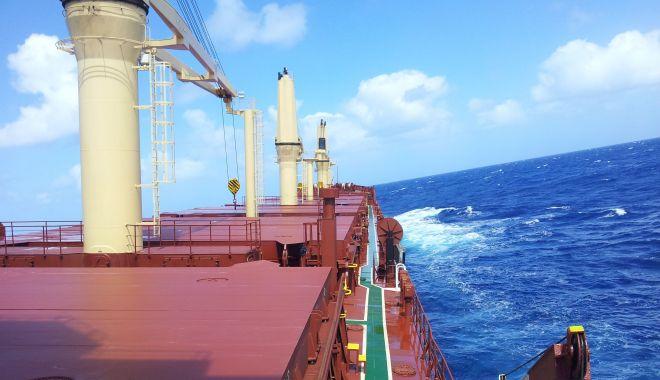 Foto: Pe navele sechestrate de Bancorex, foamea stă la pândă