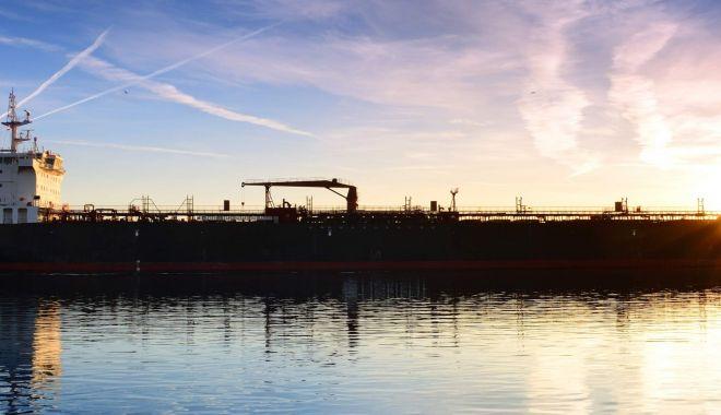 Flota comercială a României, acum 20 de ani. Echipajele au început să abandoneze navele arestate - flota-1564172369.jpg