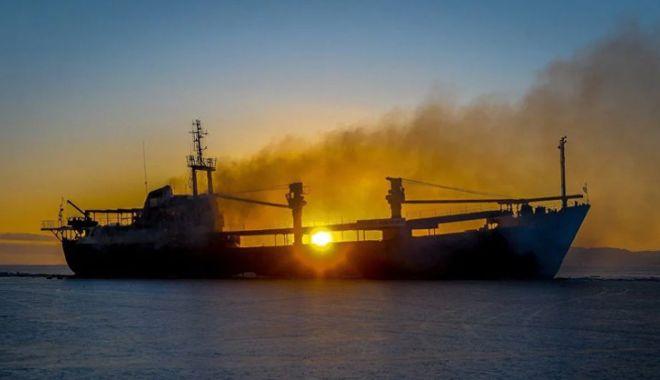 Foto: Flota comercială a României, acum 20 de ani.  Petromin și-a desființat cimitirul de nave