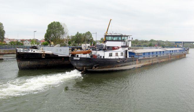 Foto: Flota fluvială a României domină traficul de mărfuri  pe canalele navigabile