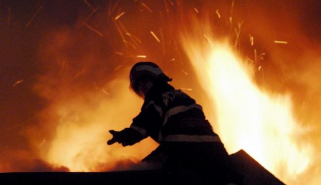 Foto: Cinci copii s-au salvat singuri dintr-un incendiu ce a izbucnit �n locuin�a lor