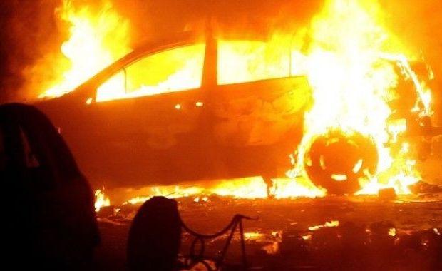 Foto: Pompierii din Constan�a, �n alert�! MA�IN� CUPRINS� DE FL�C�RI