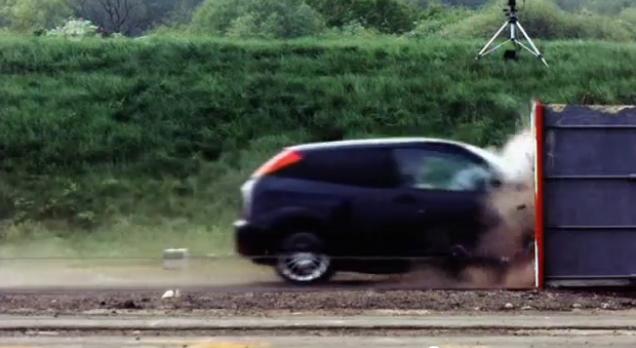 Foto: VIDEO / Uite cum se face praf un Ford la 200 km/h
