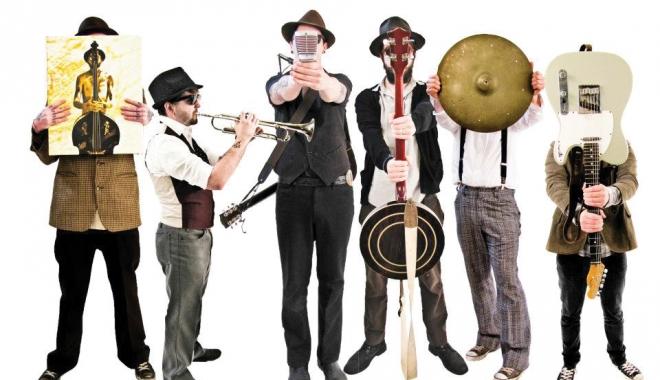 Foto: Povestea boemă a Costineştiului, împletită cu muzică folk