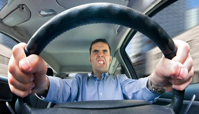 Foto: Ghid de supravieţuire pe şoselele Constanţei. Ce NU trebuie să faci când îţi apare un pericol în trafic