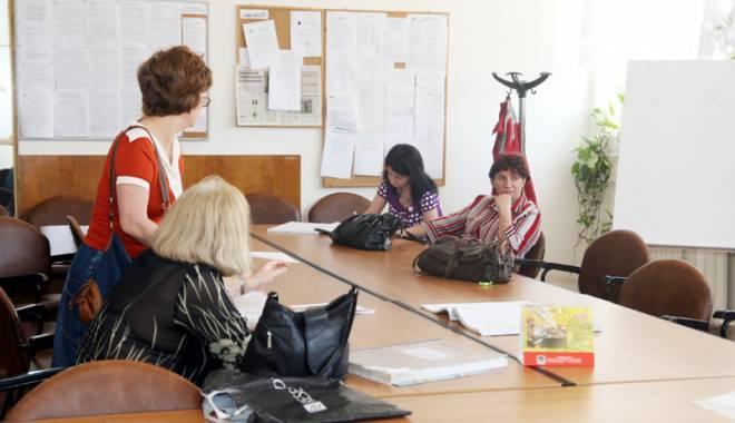 Foto: Profesorii constănţeni merită mai mult! Învăţământul sărbătoreşte prin muncă