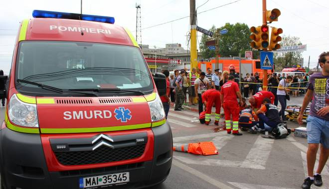 Salvatorii în roşu, plimbaţi mai mult prin service-uri decât în misiuni. Ambulanţele SMURD pică una câte una - fond-1458626961.jpg