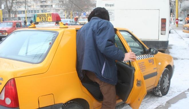 """Foto: """"Rupţi"""" la buzunare de taximetrişti. """"Este o încălcare flagrantă a legislaţiei!"""""""