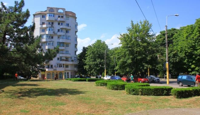 Foto: Spaţiile verzi din Constanţa, înmulţite pe hârtie, ciopârţite în stradă