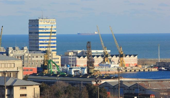 Foto: Cine pune în pericol portul Constanţa
