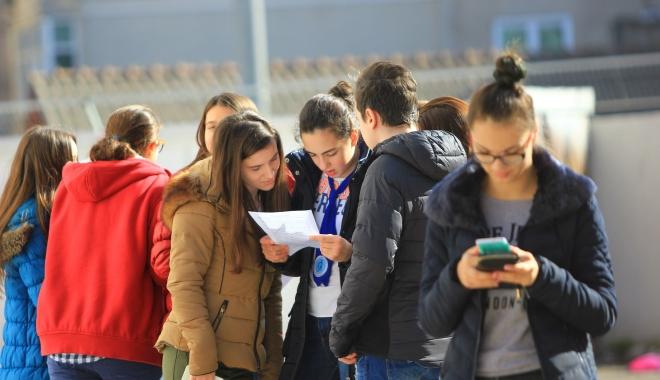 """Foto: Reguli noi în şcoli. """"Sunt încălcate drepturile elevilor!"""""""