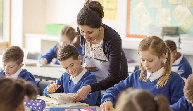 Foto: Cine îi mai educă pe elevi? Criză de profesori, la Constanţa