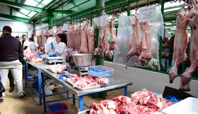 Foto: Începe marea vânzoleală prin pieţe şi magazine! Verificaţi mieii la copite şi la dinţi