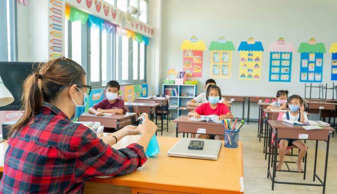 Schimbare de ștafetă la șefia școlilor constănțene. Cine pleacă și cine rămâne? - fond-1597767279.jpg