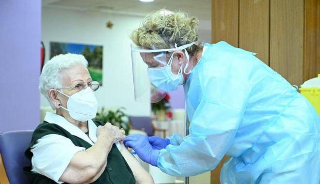 Constănţenii se pot programa online pentru vaccinarea anti-Covid - fond-1609179282.jpg