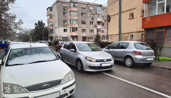 """Calvarul străduțelor înguste. """"Intrăm pe stradă cu «Doamne Ajută» pe buze!"""" - fond-1610900183.jpg"""