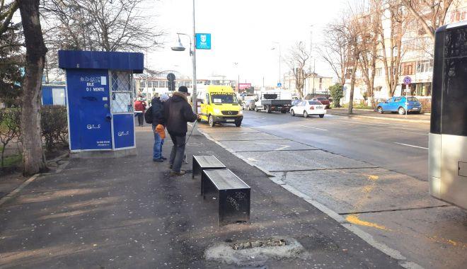 Dispar refugiile din stațiile de autobuz. Călătorii, lăsați în ploaie? - fond-1611689729.jpg