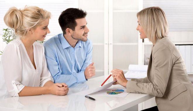 Tinerii pot spera la o nouă casă. Băncile îi aşteaptă cu uşile deschise - fond-1617212205.jpg