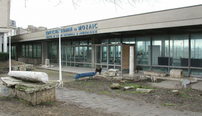 """Edificiul Roman cu Mozaic, şubrezit de vreme! """"Vizitatorii riscă să se trezească cu tencuiala în cap"""" - fond-1620149304.jpg"""