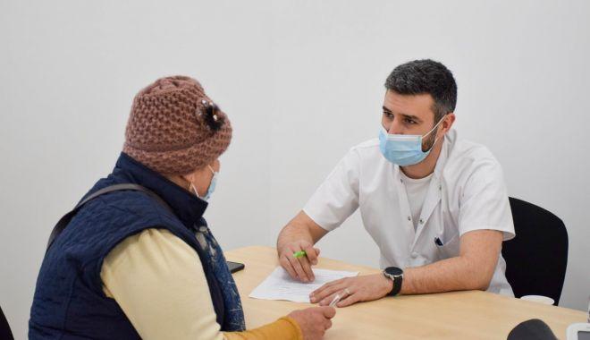 """Vaccinarea la medicii de familie, pornită cu stângul. """"Sunt greu de convins oamenii de la ţară!"""" - fond-1621176261.jpg"""