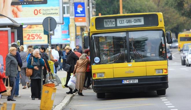 Foto: RATC Constanţa, pe butuci! Şoferii cer Primăriei eliminarea microbuzelor maxi-taxi de pe trasee