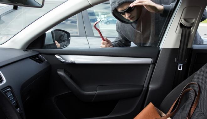 """Foto: Spargeri şi furturi în plină zi, cu """"imunitate"""" absolută. De ce nu pot face nimic poliţiştii"""