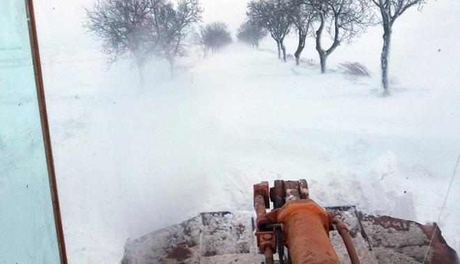 Foto: Iarna s-a dezlănțuit, la Constanța! Circulaţia, blocată pe mai multe drumuri din judeţ