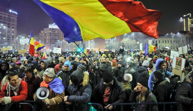 """Foto: Proteste de amploare, 50.000 de români în stradă: """"Vrem justiţie, nu corupţie!"""""""