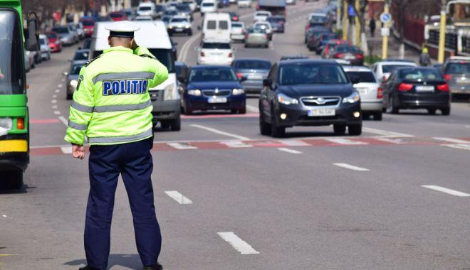 Poliţiştii înlocuiesc amenzile cu avertismente şi pregătesc greva generală.