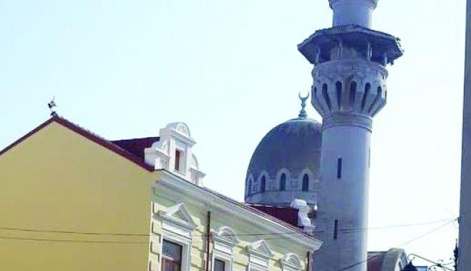 """Moscheea plângerii! """"Reparaţiile ar putea costa un milion de euro"""" - fond1-1550821098.jpg"""