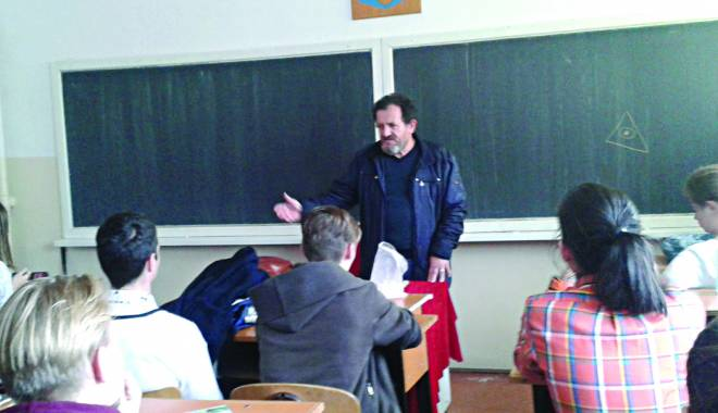 Foto: Prof. Marian Sârbu, la ora de dirigenţie:
