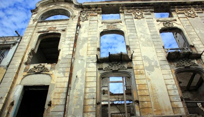 Foto: O avere de care ne batem joc! Ruine în loc de turism şi milioane de euro