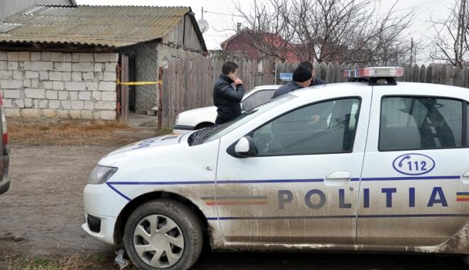 """Foto: Poliţişti agresaţi de doi indivizi beţi, care au urinat pe autospecială. """"Trebuie modificată legislaţia!"""""""