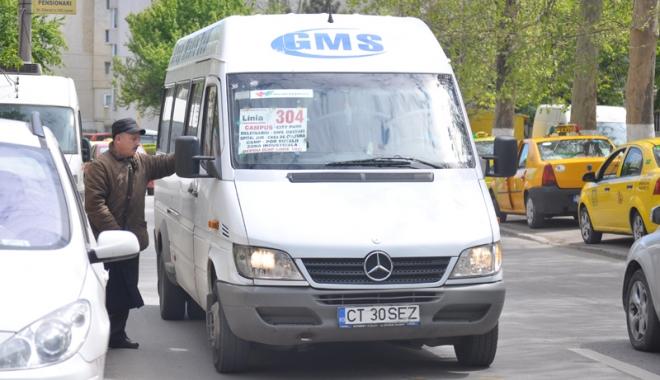 Misterul călătorilor abandonaţi de GMS. Firma de maxi-taxi şi Primăria pasează vina de la una la alta - fond4-1509113200.jpg
