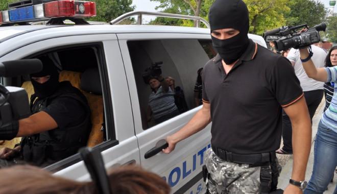Descinderi cu mascaţi la clanul Săceanu