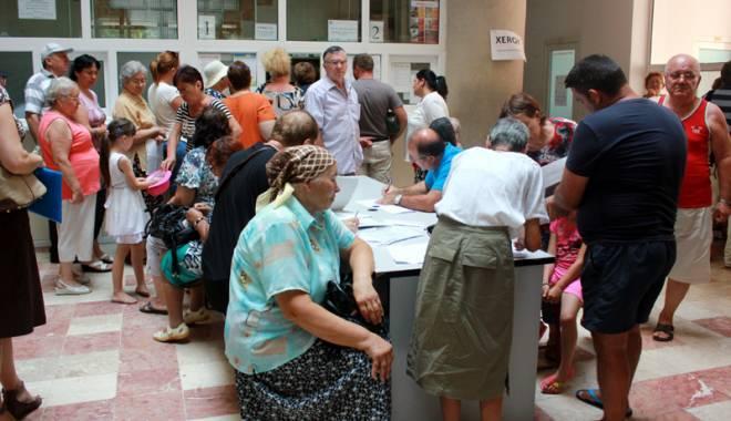 Foto: Pensionarii Constanţei, la limita răbdării. Cine îi supără pe bătrâni