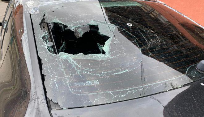 """Scandal în miez de noapte, între un taximetrist și un șofer de transport alternativ. """"Țipa că nu ne suportă!"""" - fondaltercatietaximetristiuber-1618420189.jpg"""