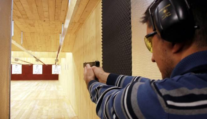 Foto: Posesorii de arme, obligaţi să se supună testării psihologice în orice moment