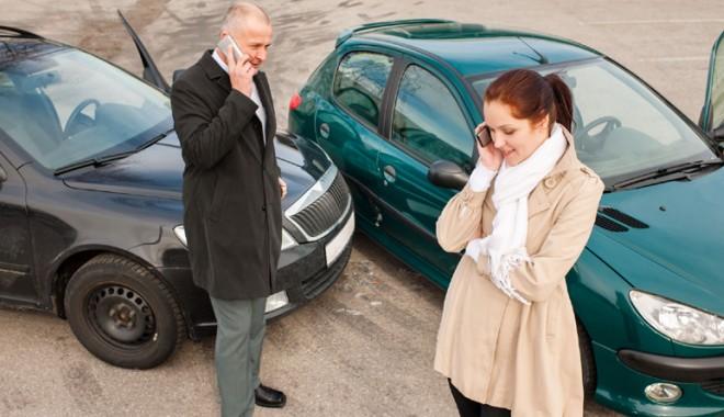 Foto: Ai provocat un accident rutier? Ce se întâmplă dacă refuzi să prezinţi asigurarea