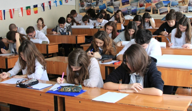 Foto: Atenţie, elevi! Viaţă grea  în semestrul II: simulări, evaluări, teze, iar evaluări şi examene