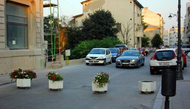 Foto: Atenţie, şoferi! Circulaţia interzisă maşinilor în Piaţa Ovidiu