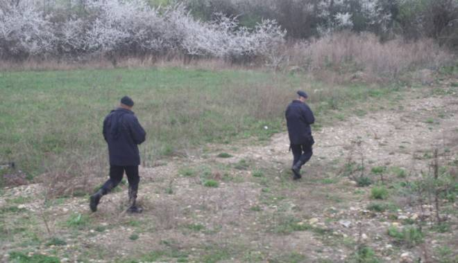 Băiețel surdo-mut dispărut, găsit cu ajutorul a doi câini-polițiști eroi - fondbaietelsurdomutcautari-1423151580.jpg