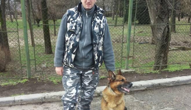 Băiețel surdo-mut dispărut, găsit cu ajutorul a doi câini-polițiști eroi - fondbaietelsurdomutdisparutathos-1423151616.jpg